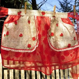 VTG Reversible Red Rose Print & Red Illusion Apron